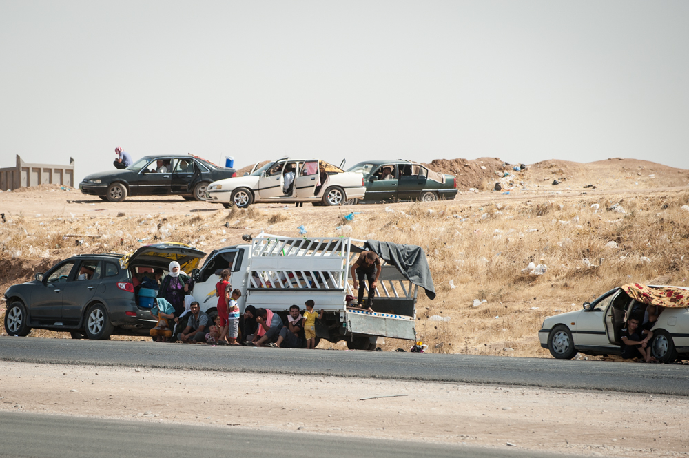 People Living on the street outside Khazar IDP Camp, Mosul, Iraq